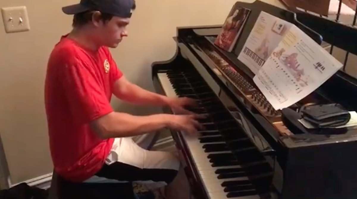 El pedido de su pizza llegó también con una sonata de Beethoven
