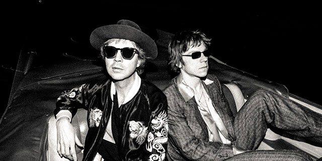 "Beck y Cage the Elephant se unen en""Night Running"""
