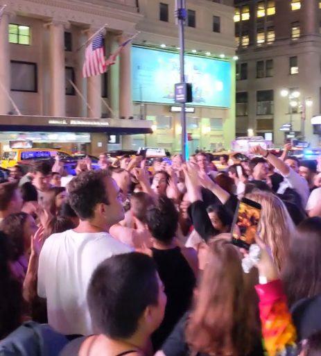 Fans de Tame Impala armaron una fiesta en las calles de Nueva York