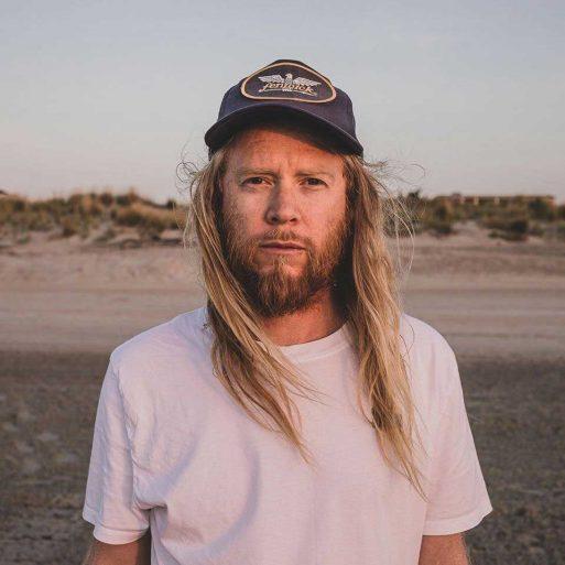 Stu Larsen: Himnos folk cargados de esperanza