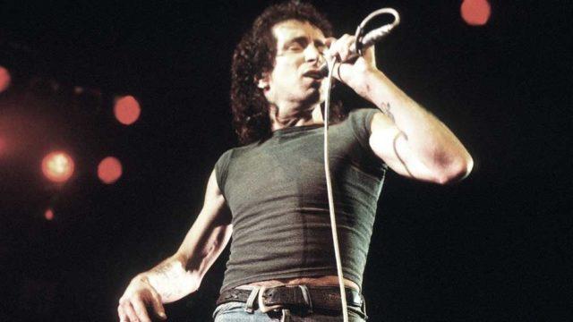 Se cumplieron 40 años de la misteriosa muerte de Bon Scott, cantante de AC/DC