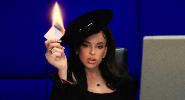 """Nathy Peluso suena más poderosa que nunca en""""Business Woman"""""""