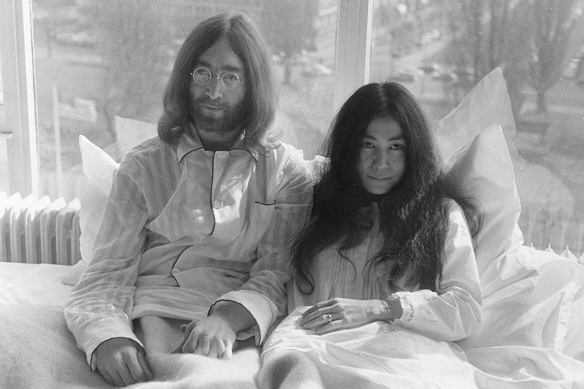 John Lennon y su esposa Yoko Ono.