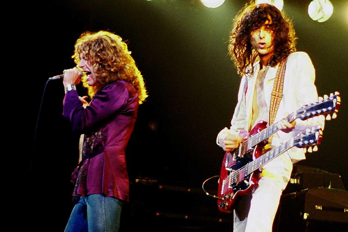 Led Zeppelin en un concierto en Chicago, en 1977
