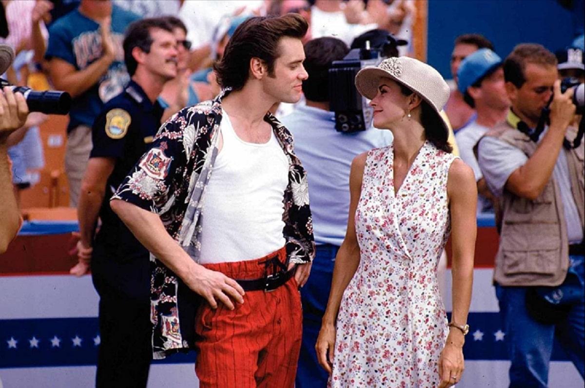 Jim Carrey y Courteney Cox en Ace Ventura.