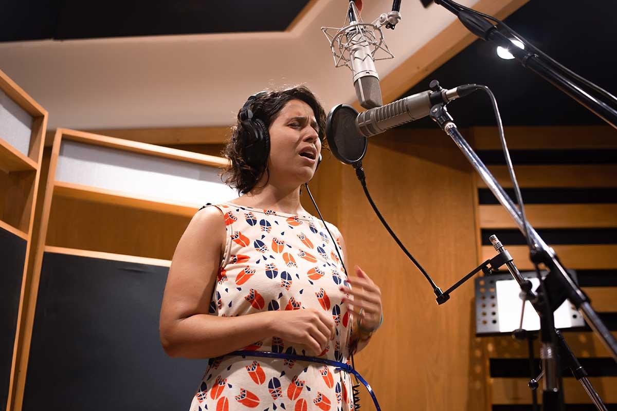 Lucía Riet canta sobre procesos personales en su introspectivo EP Tesoro