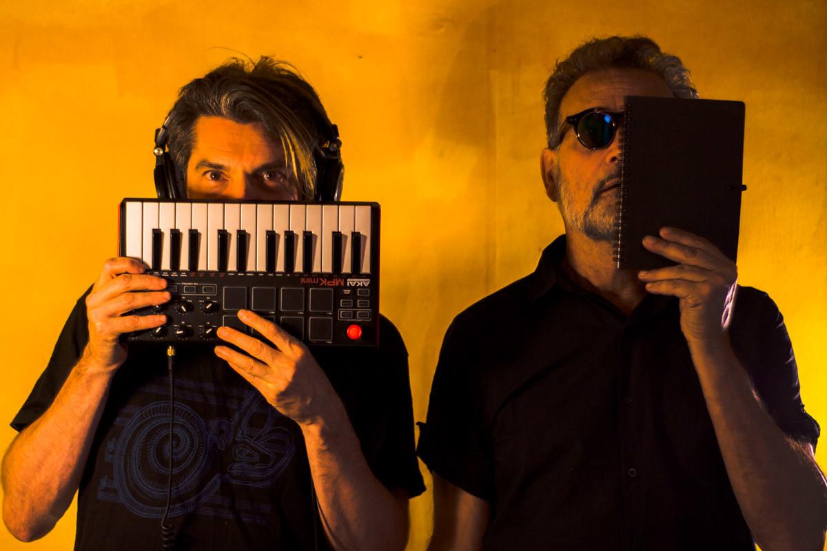 El Aura combina música de ciencia ficción, poesía recitada y experimentación audiovisual