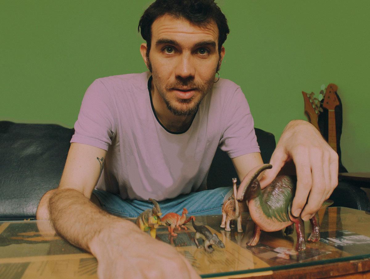 Santiago Adano se inspira en Jurassic Park para su nueva canción: