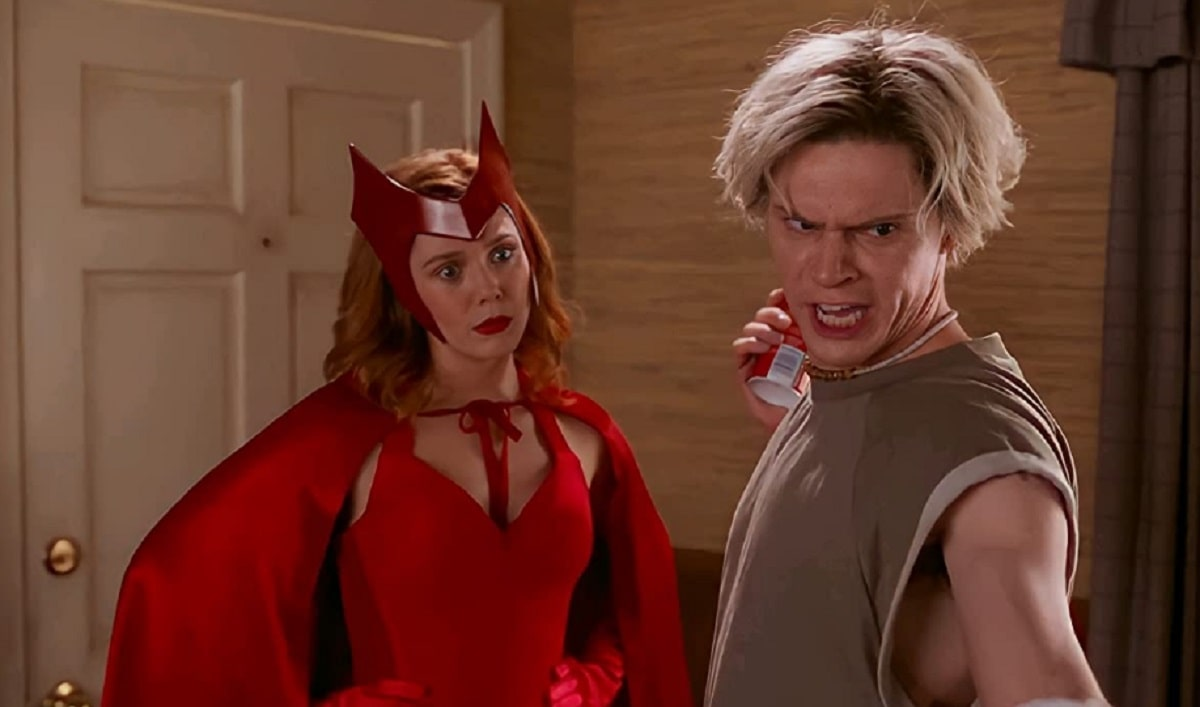 Elizabeth Olsen y Evan Peters en WandaVision