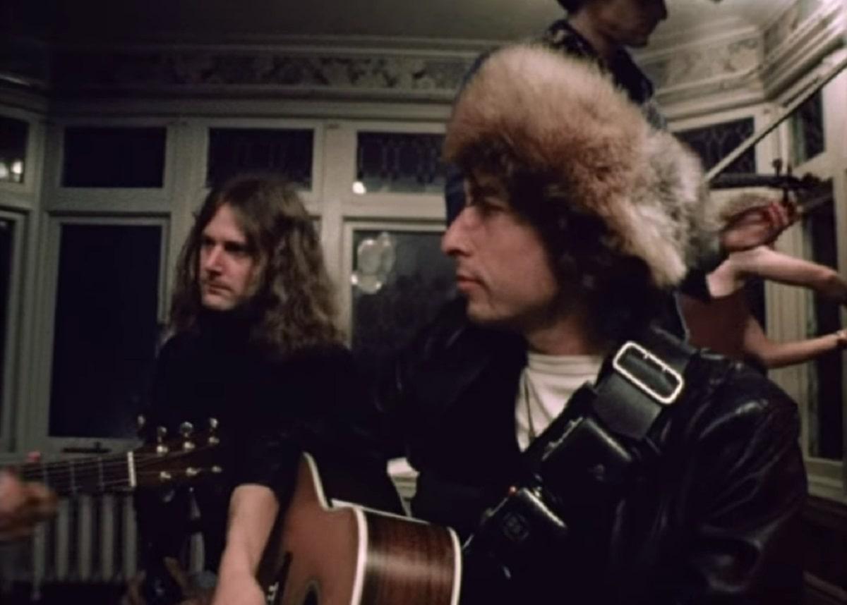 "Bob Dylan con Joni Mitchell interpretan ""Coyote"" en 1975."