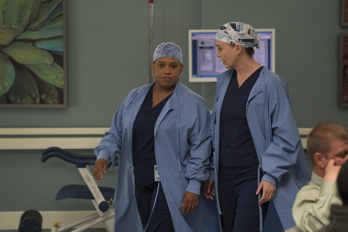Meredith Grey y su colega Miranda Bailey